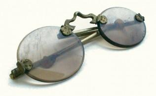 Alte Schläfenbrille